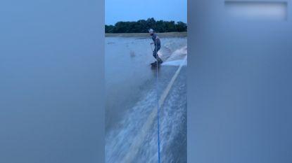 Overstromingen niet alleen kommer en kwel: wakeboarden langs de weg