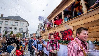 Deelneemster komt onder wagen terecht tijdens Zwevezeelse carnavalstoet