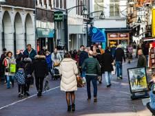 Drukte in binnenstad van Deventer, ondanks advies van Rutte: 'Maar de lol is er wel vanaf'