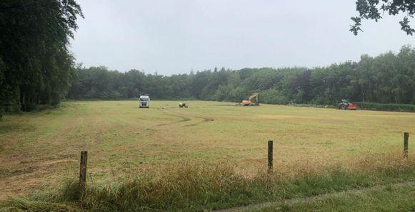 De werken in de Vagevuurstraat zijn gestart.Een gracht wordt open gelegd en achteraan het perceel komt er 1,1 hectare bos bij.