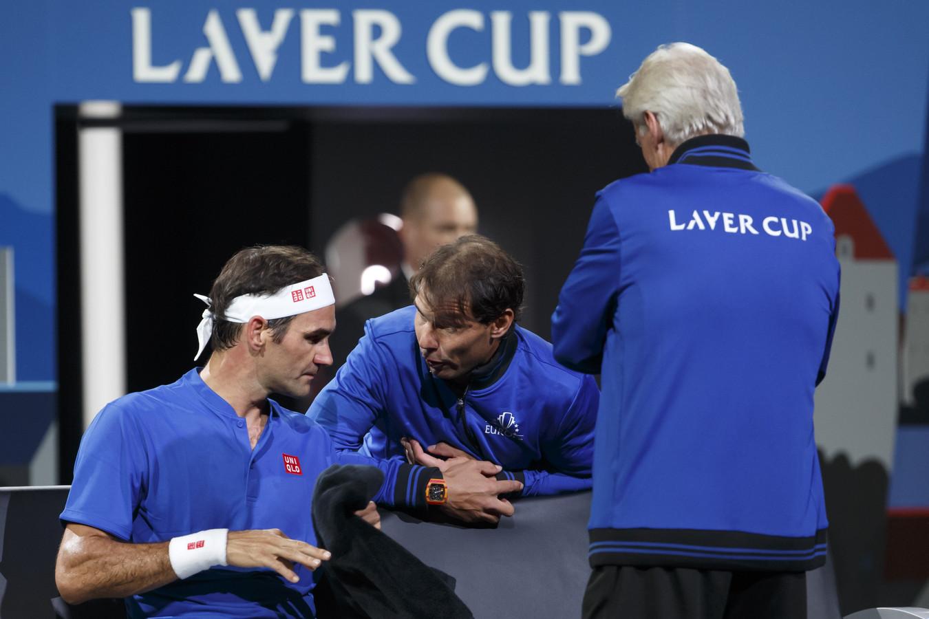 Björn Borg en Rafael Nadal voorzien Roger Federer van advies.