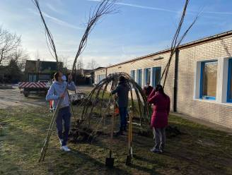 Wilgenhutten maken speelplaats leefschool het Droomschip nog groener