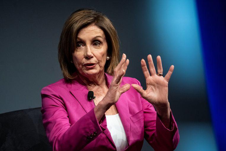 Nancy Pelosi, voorzitter van het Huis van Afgevaardigden, overlegde maandag tot in de late uurtjes over de aanklachten tegen Trump. Beeld Reuters
