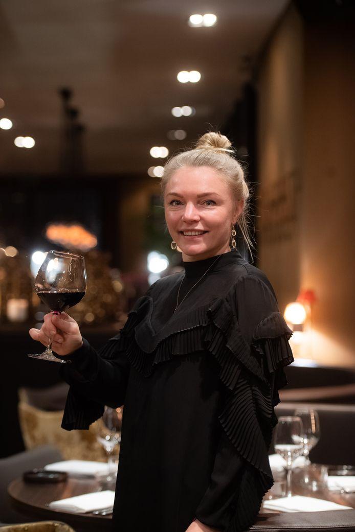 Loesje Clementode wijn in Restaurant Chocolat.