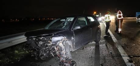 Twee gewonden bij botsing tussen twee auto's op A59 bij Waspik, man (36) is rijbewijs kwijt