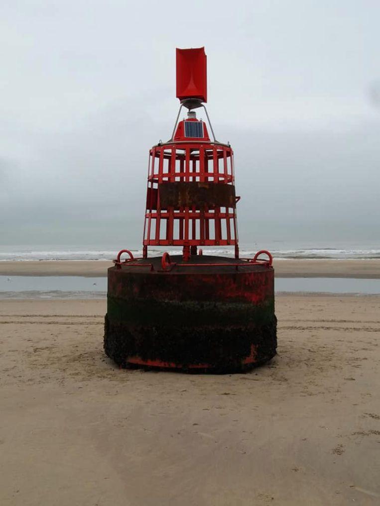 De boei spoelde woensdagavond aan op het strand van De Haan.