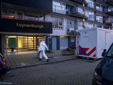 Dode Rotterdammer (62) in brandende woning in plas bloed gevonden, politie houdt verdachte (27) aan
