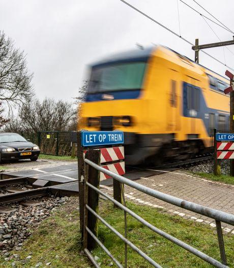 Bijna twee ton voor beveiligde spoorwegovergang in Olst: wandelaars behouden geliefd rondje