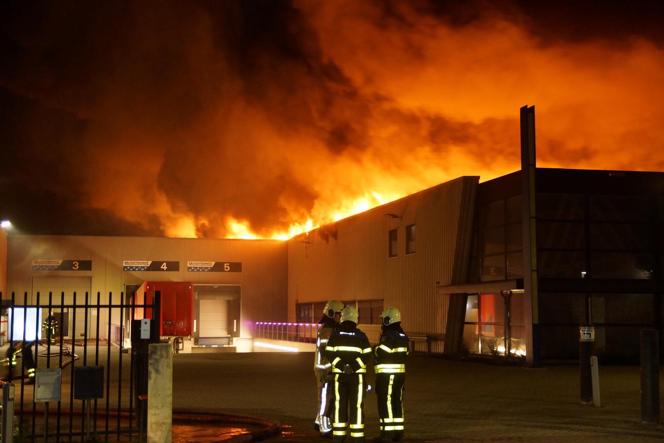 Brand bij het bedrijf Lightronics in Waalwijk.