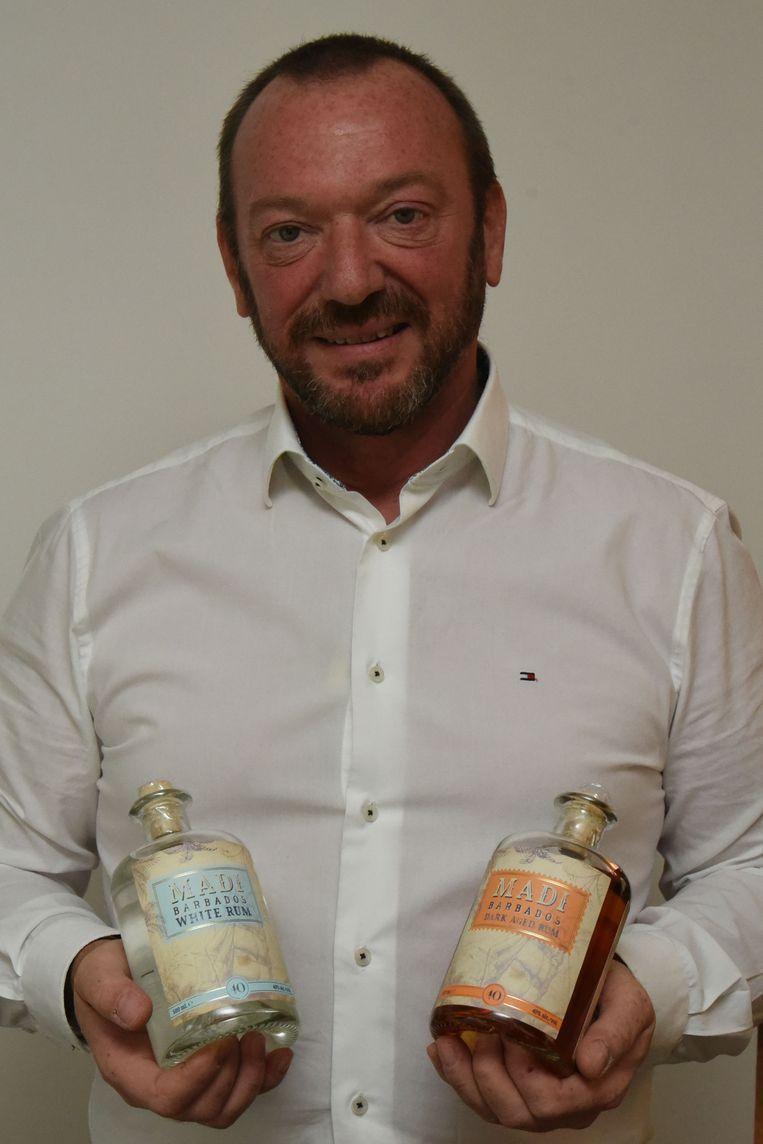 Danny Bruggeman met zijn nieuwe gin.