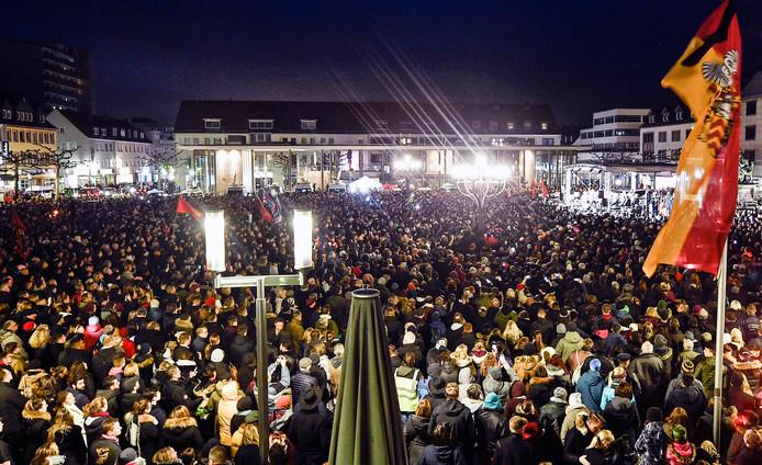 Minister Steinmeier spreekt op het marktplein tijdens de herdenking.