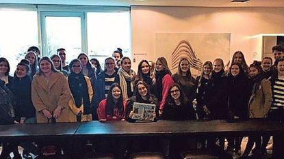 Leerlingen Sint-Franciscus Xaveriusinstituut bezoeken redactie De Persgroep