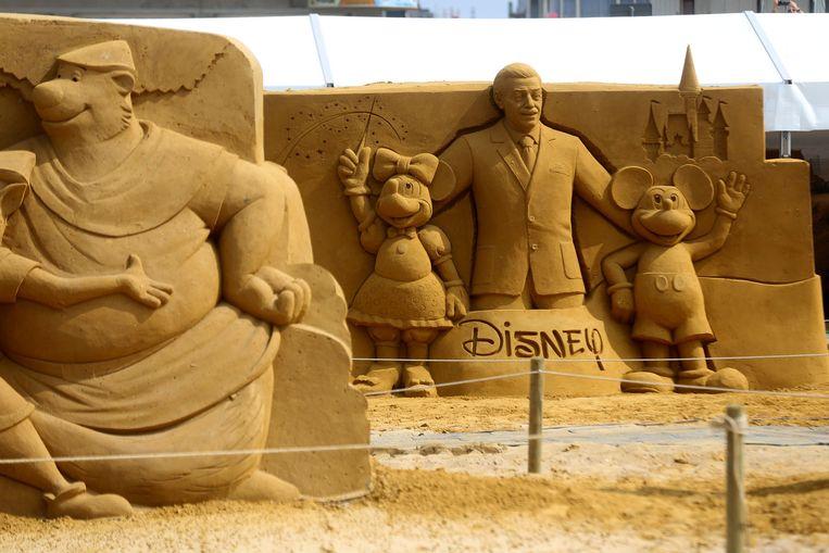 Walt Disney met zijn creaties.