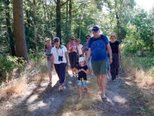Blotevoetenwandeling in Westelbeers: 'Heerlijk om zonder schoenen aan te lopen'