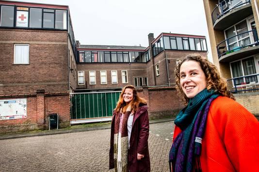 Kim van der Hoff (links) en Dagmar Ebbeling hebben grote plannen met het voormalige Rode Kruis-gebouw.