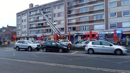 Twee kindjes van balkon gered na keukenbrand terwijl ouders niet thuis zijn