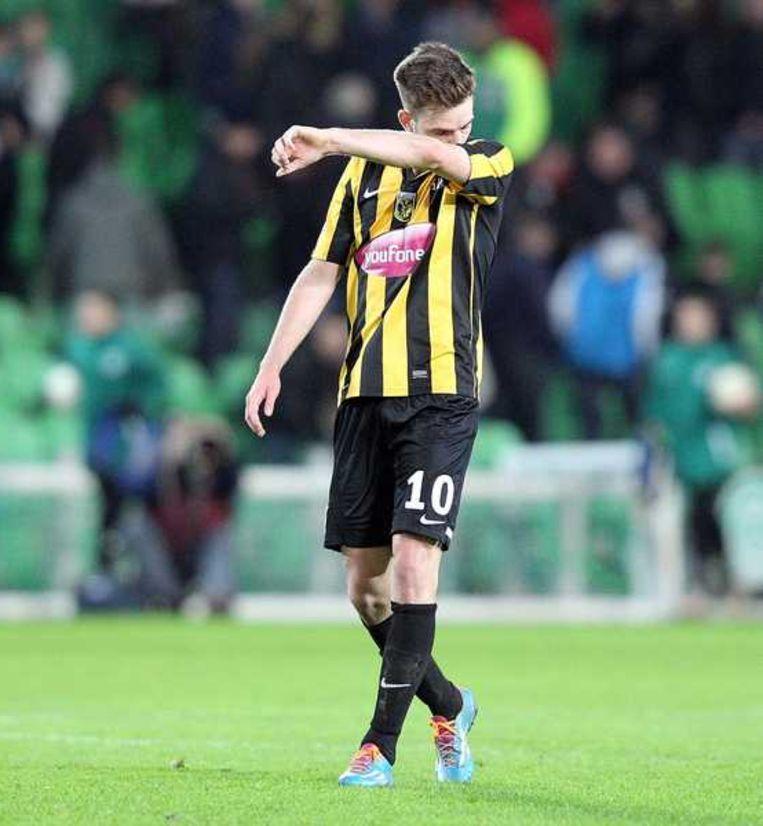 Vitesse-speler Davy Pröpper treurt na de verloren wedstrijd tegen FC Groningen Beeld anp