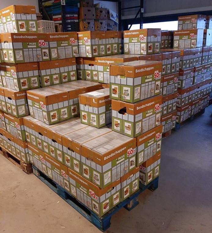 Meerdere pallets met in totaal 525 boodschappenpakketten voor minima zijn deze week afgeleverd bij de Voedselbank Oost-Achterhoek.