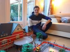 Jesper (21) bouwde Station Woerden van Lego en wil nu Het Kasteel maken: 'Het leeft enorm'