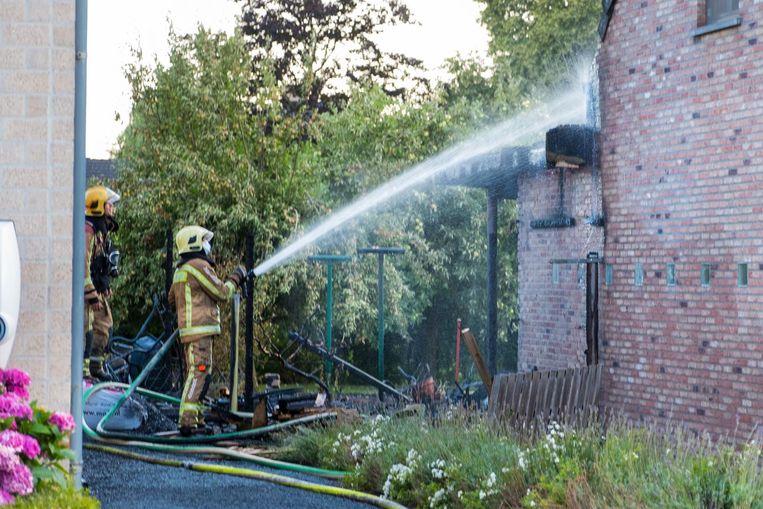 Door het doortastend optreden van de mannen van Loonwerken Lissens diende de brandweer bijna uitsluitend na te blussen.