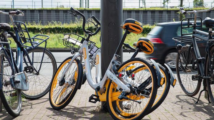De gemeente vindt dat de tweewielers een 'te grote druk op de schaarse openbare ruimte' leggen.