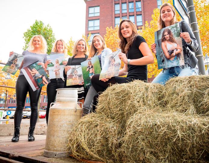 De zes modellen van de boerinnenkalender in Almelo