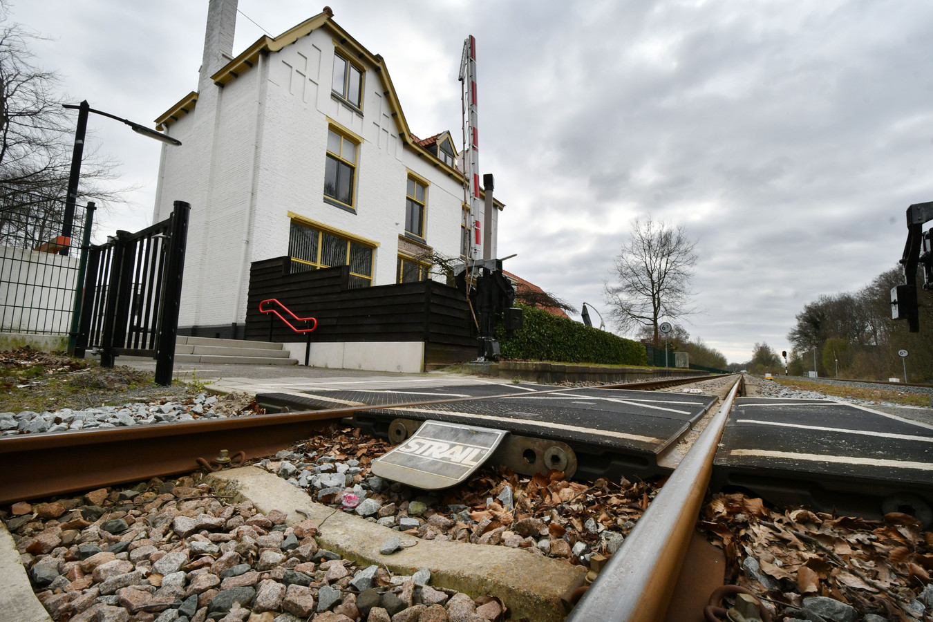 Veel buurtbewoners vinden het station in Vroomshoop maar een enge plek.