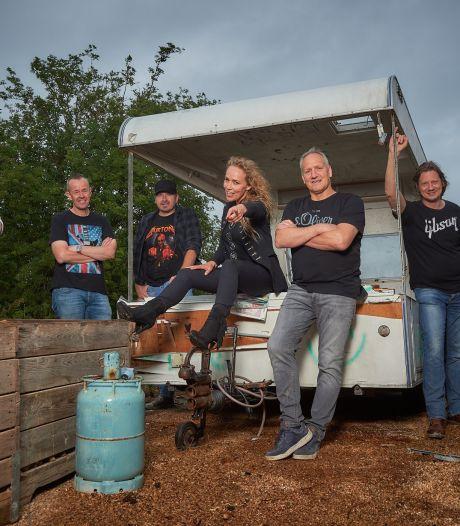 Oud-Kamerlid Sabine Uitslag vindt liefde voor zingen van keiharde rockmuziek terug bij band The Marshalls
