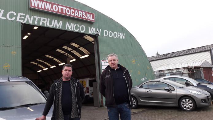 Sjang (62) en zijn zoon Jan (29) Otto hebben een autobedrijf op De Linie. De gemeente vernieuwt het bestemmingsplan en dat betekent voor vader en zoon: verhuizen. Ze zijn erg bezorgd over wat dat voor hen gaat betekenen.
