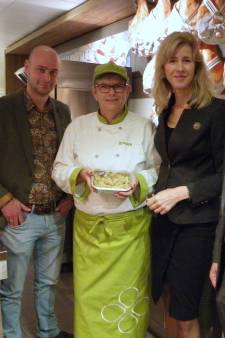 Staatssecretaris Mona Keijzer op bezoek bij 'sociale' supermarkt: 'Inspirerend en mooi om te zien'