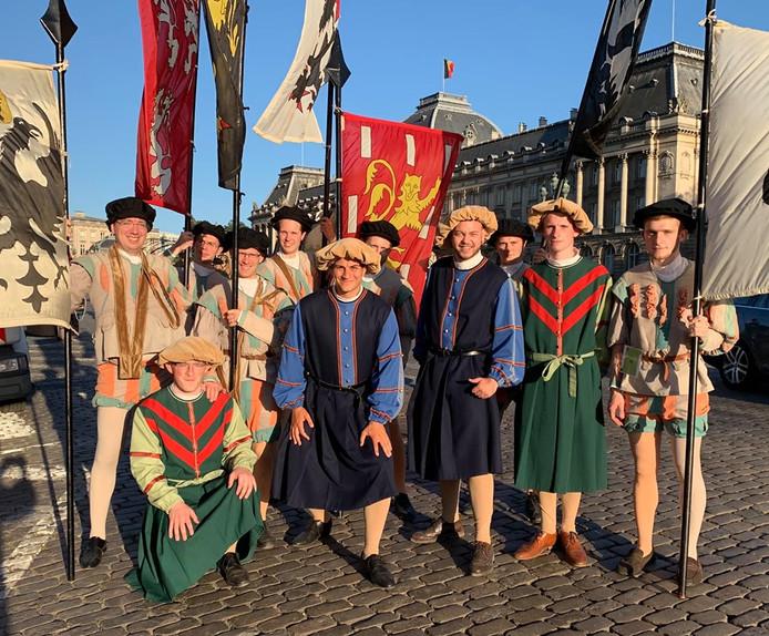Dries Van Langenhove et ses braves gaillards  devant le Palais royal de Bruxelles.
