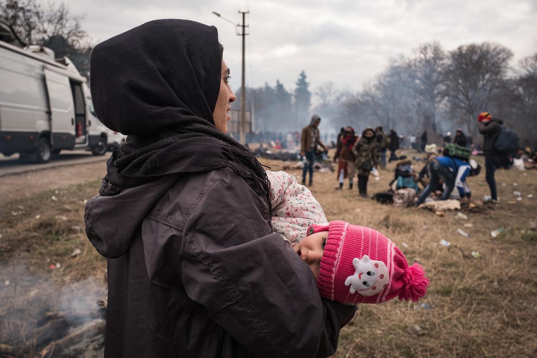 Vluchtelingen bij de grens tussen Turkije en Griekenland. Beeld null