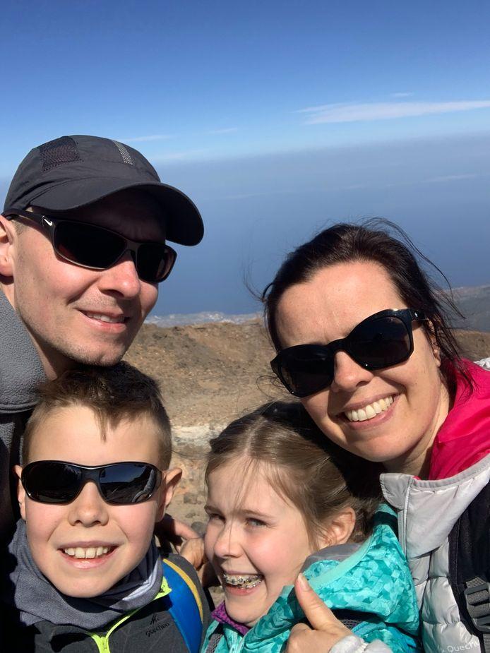 Het gezin van Ellen Vandevelde op vakantie in Tenerife, net voor de lockdown werd afgekondigd.