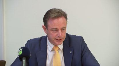 """Emotionele De Wever: """"Dat mijn integriteit door de modder wordt gesleurd, maakt me heel verdrietig"""""""