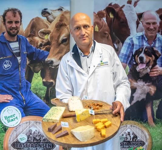 Klaas Hokse,  directeur van de zuivelfabriek Rouveen.  Specialiteiten:  Tricolore, Zwarte Kaas en Boerenkoolkaas.