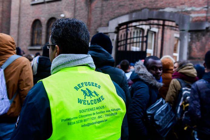 """""""Ekende vluchtelingen reizen terug naar hun land, bezoeken er familie, trouwen er soms. Was de erkenning dan wel nodig?"""""""