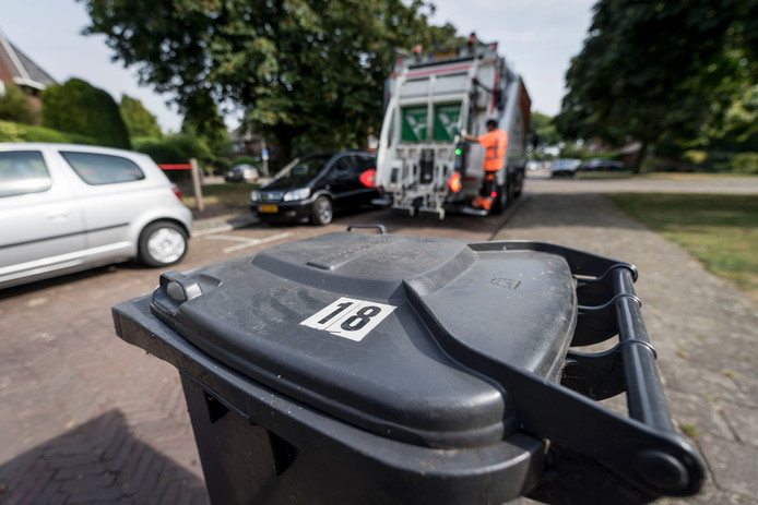 Vuilnismannen van Twente Milieu moeten het afval laten staan