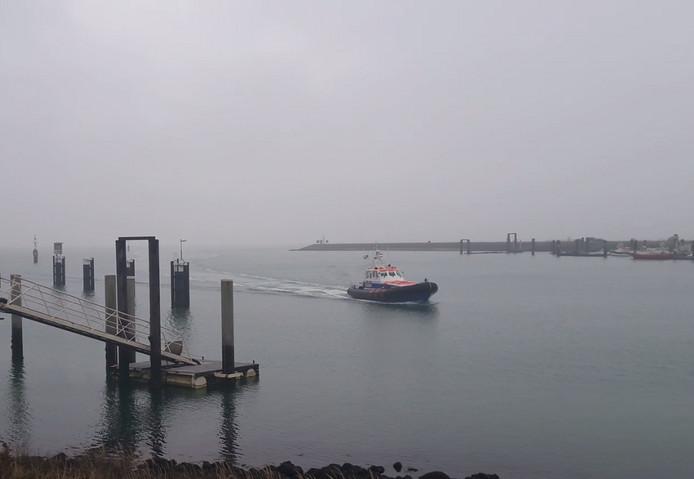 Reddingsboot Koopmansdank keert terug naar de haven na een eerste zoektocht.
