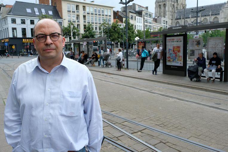 De voorzitter van Unizo Antwerpen, Nico Volckeryck, aan de tramhalte op de Groenplaats.