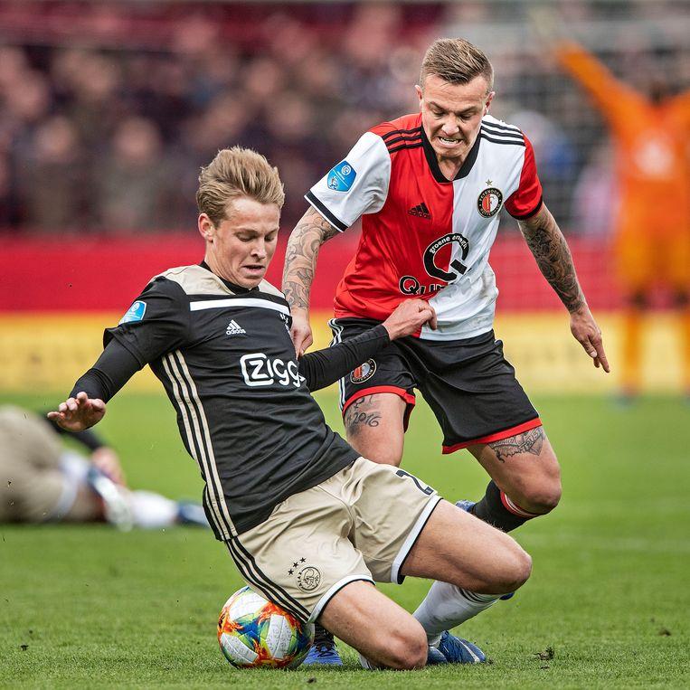 Jordy Clasie en Frenkie de Jong in duel.   Beeld Guus Dubbelman