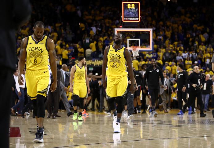 De spelers van Golden State Warriors druipen af na de pijnlijke nederlaag tegen LA Clippers.