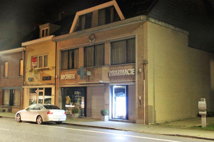 De overvallers hadden het gemunt op een apotheek in de Elzeelsesteenweg in Ronse.
