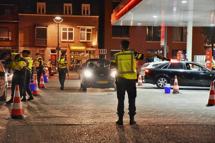 Bij de alcoholcontrole aan de Noordhoekring in Tilburg werden 4 bekeuringen uitgeschreven en 1 rijbewijs ingevorderd.