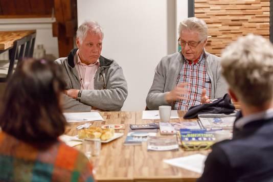 Debatteren over de thema's van de komende gemeenteraadsverkiezingen.