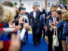 Koninklijke familie kind aan huis op campus van Wageningen