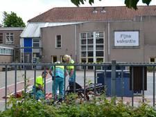 Jongen gewond na val op afgesloten schoolplein