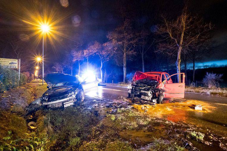 De betrokken voertuigen raakten zwaar beschadigd.