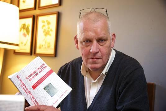 Uitgever Hans Mauritz met het gewraakte boek