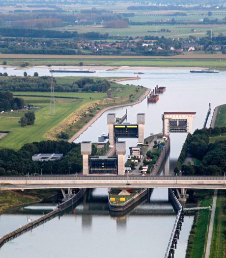 Woningen worden gespaard langs de dijk bij Echteld