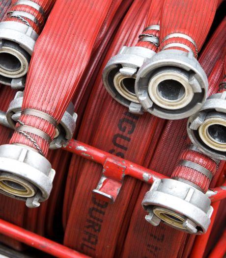 Brandweer koelt dak woonzorgcentrum Wiemersheerd in Loppersum: 'Vergelijk het met een flinke tropische bui'